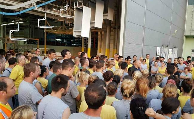 Gorenje strajk radnika ispred hale02