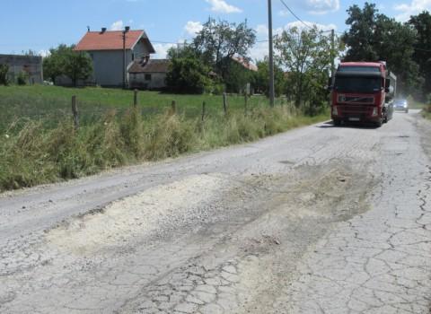 Prijezdic unisten put kroz selo02_foto Predrag Vujanac